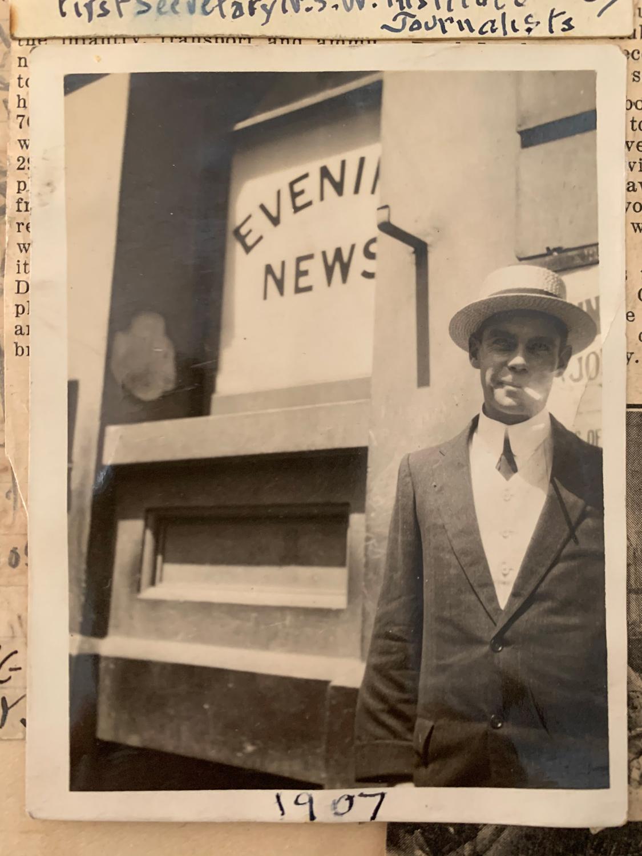 1907_E-J-Hill-outside-Evening-News_Sydney_sml.jpg