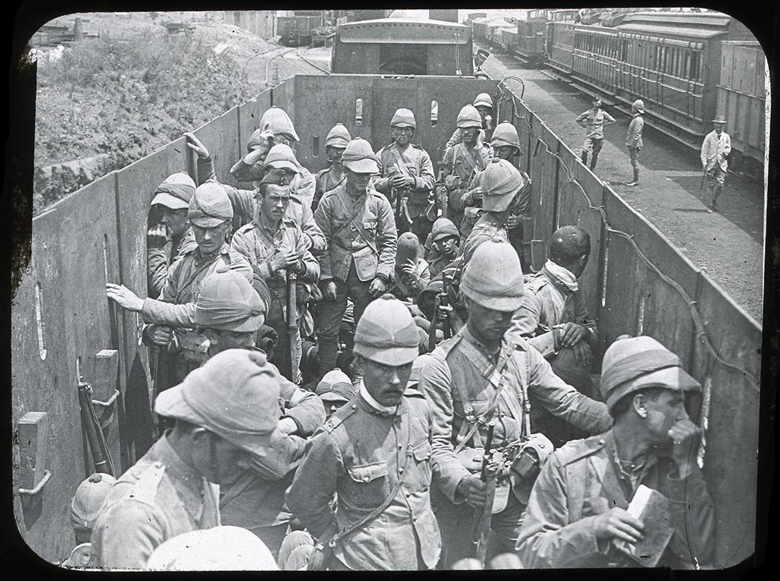 Armoured_train_Rene_Bull_03.jpg