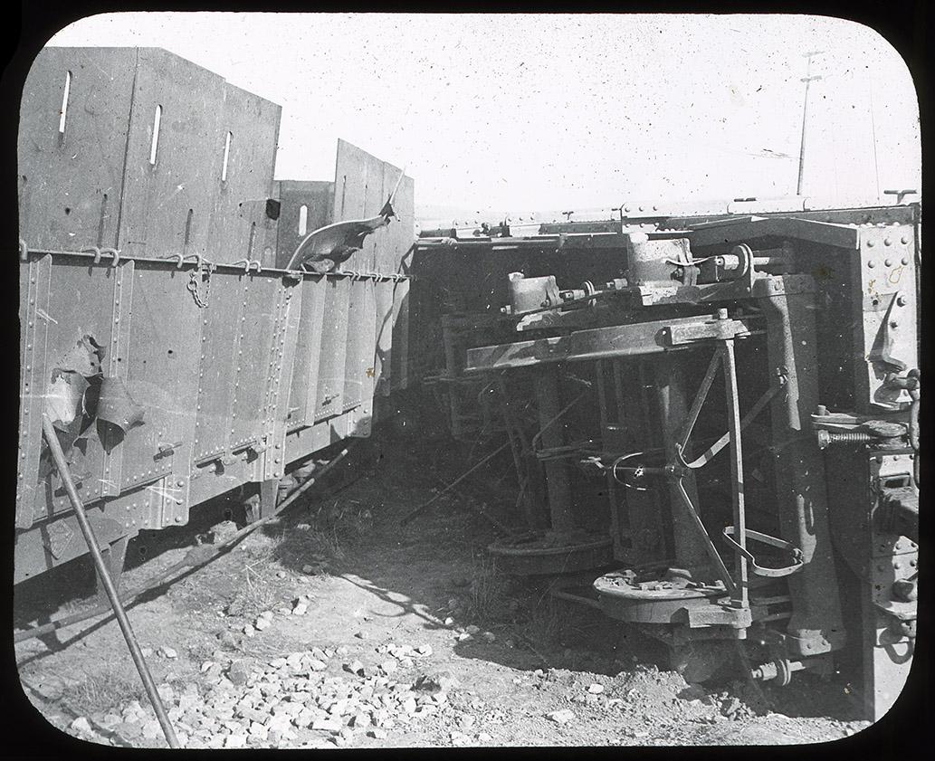 Armoured_train_derailment_Rene_Bull_01.jpg